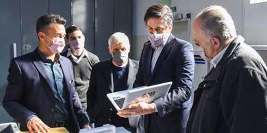 Dinatech le mostró a Trotta cómo produce las netbooks para el Plan Federal Juana Manso